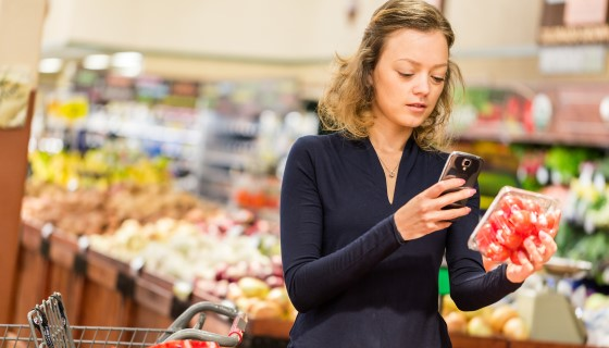 以QR code及APP建構從農場到餐桌的行動式食品原料追蹤系統
